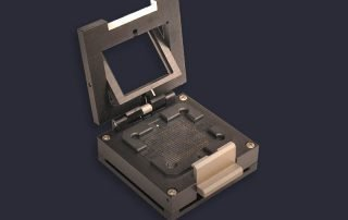 Clamshell lid with gimballed pressure plate ensures even compression